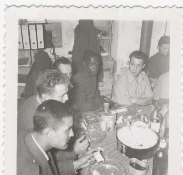 115 Les para africains arrivés en renfort nous ont invités à une bouffe de chez eux