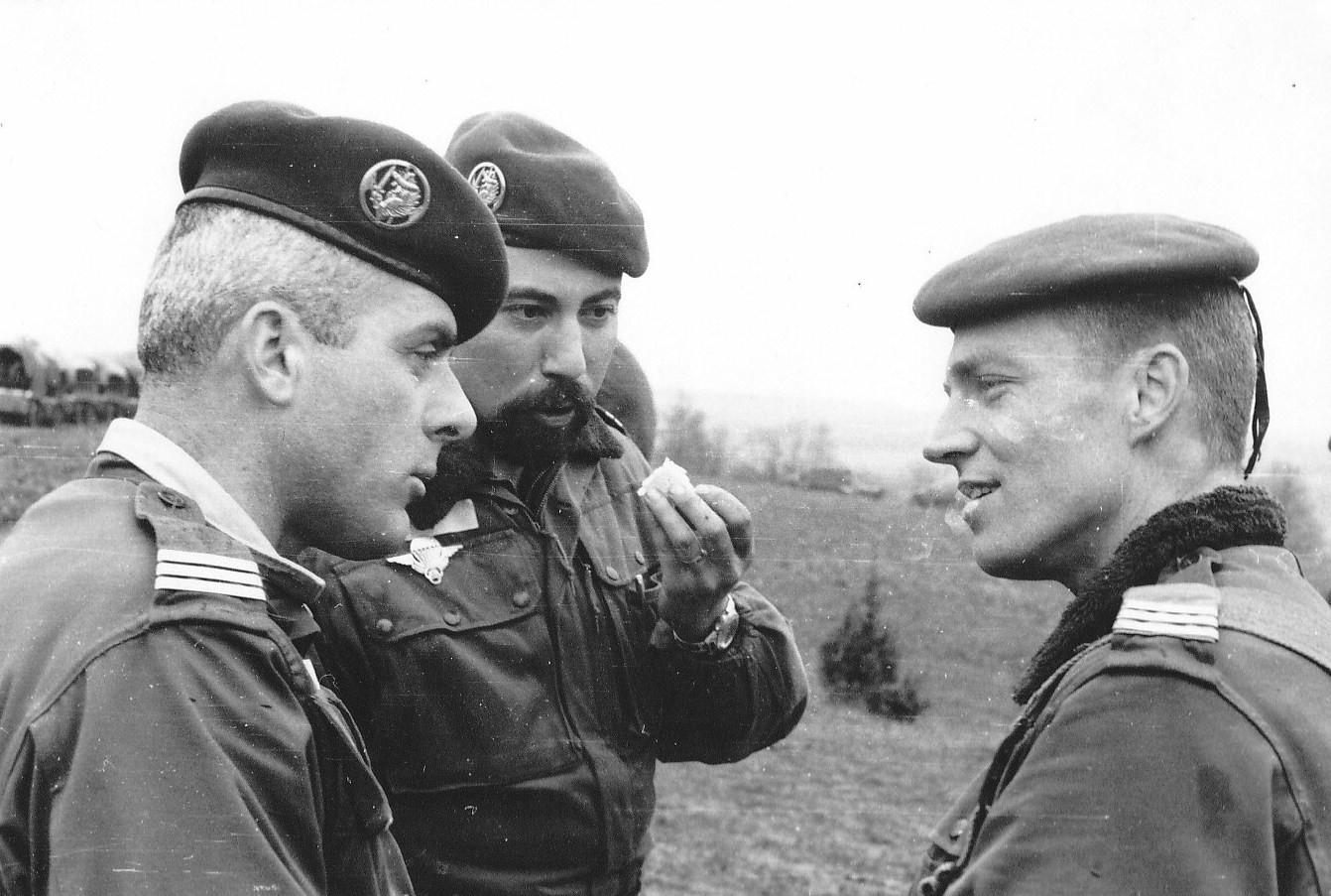 Cne Dusser 1cie-Lt Boulenouar Off artillerie- Cne Gehendes CA