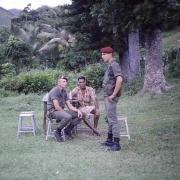 Bas Coulna SCH Poidevin et moi en palabre avec le chef du village après la coutume